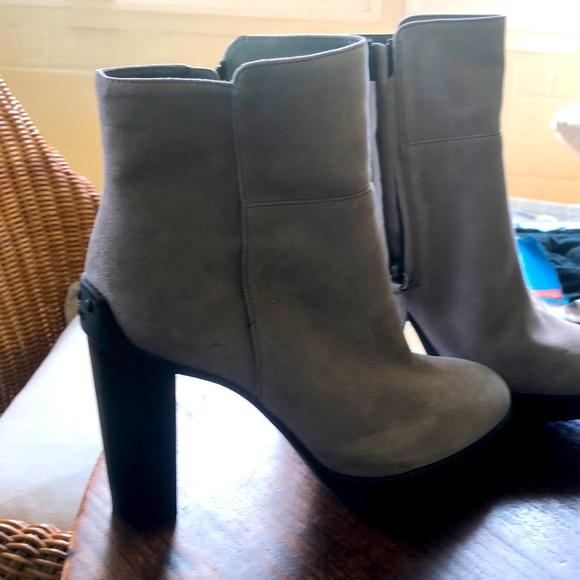 Tods light Grey booties